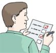 Person mit Fragebogen