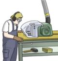 Person an Holz-Schneidemaschine